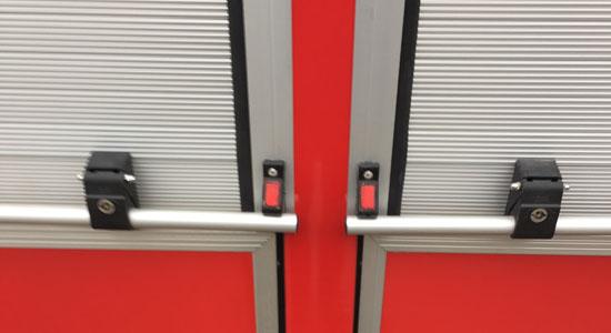 消防车卷帘门卡扣